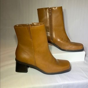 NWOT - Naturalizer Leather Booties w/ Side Zip